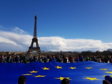JEF-France outs 40 square-metre EU flag at Eiffel Tower in election campaign launch