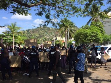 Claiming their rights : Mayotte's asylum seekers demonstrate in the streets - Accounts from the demonstrations