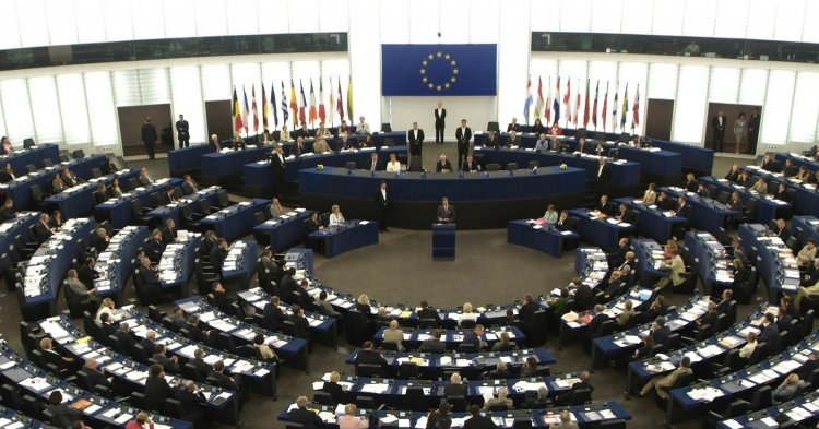 The European Parliament : partner or disruptor in European foreign policy making ?