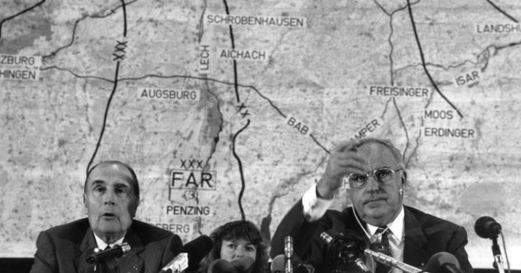 German reunification as a misunderstanding between Kohl and Mitterand