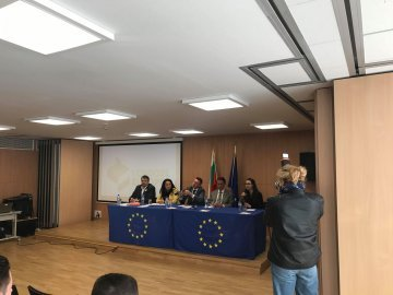 Politicians underline Bulgaria's commitment to Europe at election talk in Sofia
